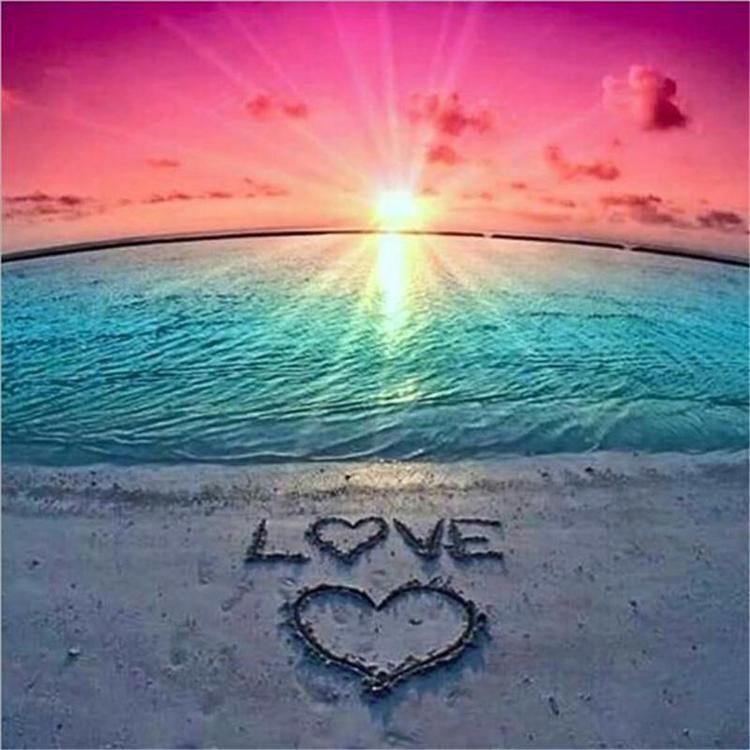 HLQ-01369 Diamond Painting rond love op strand