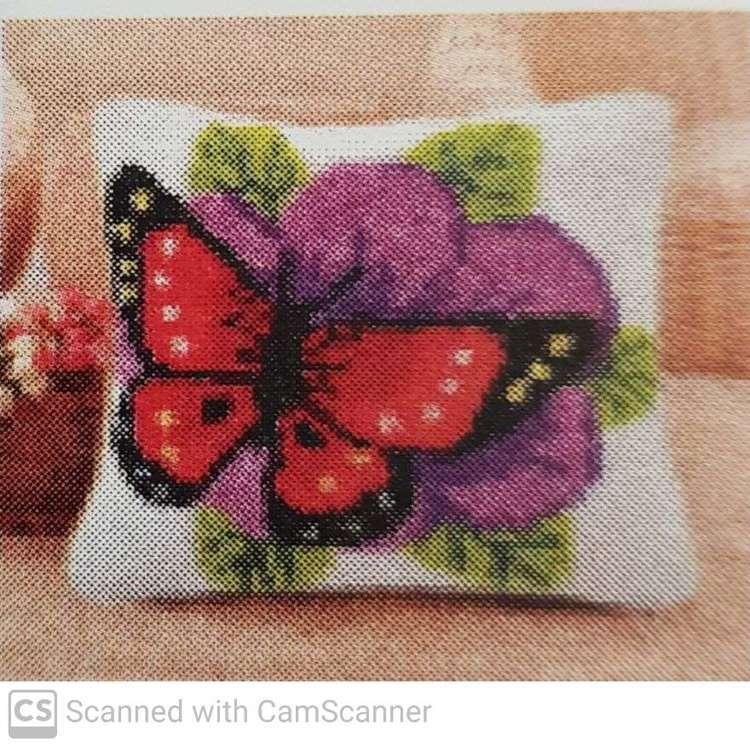 Knoopkussen 42x42cm vlinder op bloem